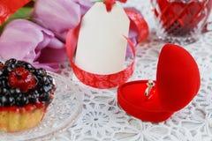 Anel de noivado dourado Imagens de Stock Royalty Free