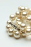 Anel de noivado em pérolas Foto de Stock Royalty Free