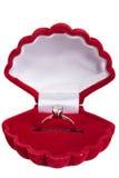 Anel de ouro bonito com pedras preciosas Fotografia de Stock Royalty Free