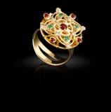 Anel de ouro com as gemas no preto Fotografia de Stock Royalty Free
