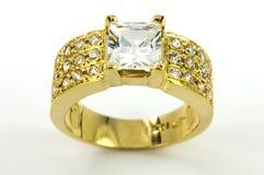 Anel de ouro com circons Imagens de Stock