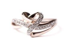 Anel de ouro com diamantes Imagem de Stock Royalty Free