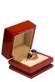 Anel de ouro com pedras preciosas Imagem de Stock