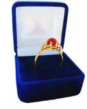 Anel de ouro do casamento na caixa fotografia de stock royalty free