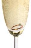 Anel de ouro no champanhe Imagem de Stock Royalty Free
