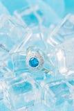 Anel de prata com zircão e a pedra preciosa azul Fotografia de Stock