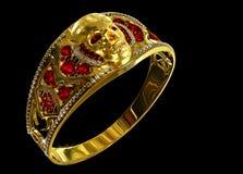 Anel do crânio do ouro da joia com diamante e as gemas vermelhas do rubi Imagens de Stock Royalty Free