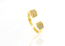 Anel dourado com diamante Imagem de Stock Royalty Free