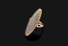 Anel dourado com diamantes Foto de Stock