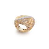 Anel dourado com diamantes Imagens de Stock
