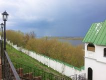 Anel dourado, R?ssia Torre do monast?rio do aviso, Murom da catedral e de sino imagem de stock