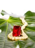 Anel e pérolas vermelhos do rubi Foto de Stock Royalty Free