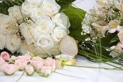 Anel e rosas fotos de stock royalty free