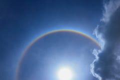 Anel fantástico da corona do halo bonito do sol do sol com r circular fotos de stock