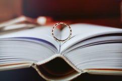 Anel no livro Imagens de Stock