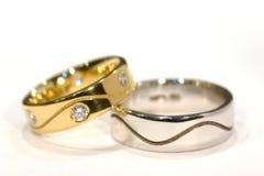 Anelli dell'oro e dell'argento del diamante Fotografia Stock