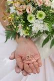 Anelli di cerimonia nuziale. Fotografie Stock