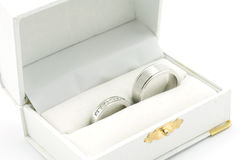 Anelli di cerimonia nuziale in casella immagini stock libere da diritti