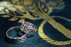 Anelli di cerimonia nuziale celtici Fotografie Stock