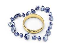 Anelli di cerimonia nuziale dell'oro nel cuore del diamante Fotografie Stock Libere da Diritti