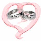 anelli di cerimonia nuziale dell'oro su bianco Fotografie Stock