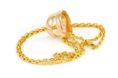 Anelli di cerimonia nuziale dorata Immagini Stock