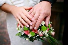 Anelli di cerimonie nuziali Fotografia Stock
