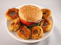 Anelli di cipolla e dell'hamburger Immagine Stock