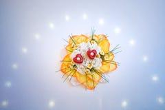Anelli e fiore di cerimonie nuziali immagine stock