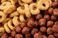 Anelli e palle del cereale della prima colazione dei cereali Fotografia Stock