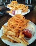 Anelli fritti di cipolla e dei frutti di mare Immagine Stock