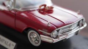 Anelli sull'automobile del giocattolo stock footage