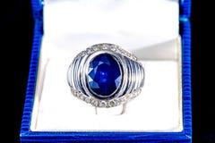 Anello blu dello zaffiro Fotografia Stock