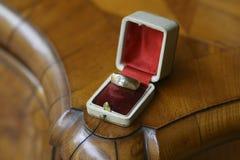 Anello brillante antico del ` s degli uomini del diamante del taglio Fotografie Stock
