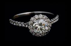 Anello con i diamanti Immagini Stock