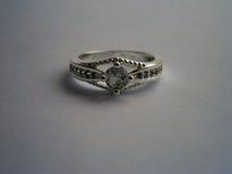 Anello d'annata con il diamante fotografie stock