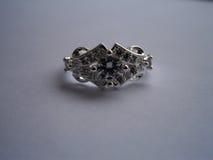 Anello d'annata con il diamante fotografia stock
