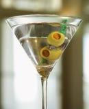 anello del martini della holding di aggancio fotografia stock