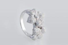 Anello del platino con i diamanti Immagine Stock