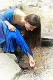 Anello del ritrovamento della principessa dell'elfo in primavera fotografie stock