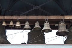 Anello delle campane di chiesa fuori Fotografia Stock