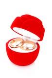 Anello di cerimonia nuziale in casella rossa Fotografia Stock