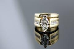 Anello di cerimonia nuziale del diamante Fotografie Stock