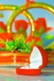 Anello di cerimonia nuziale due in casella rossa Fotografia Stock Libera da Diritti