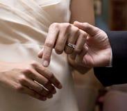 Anello di cerimonia nuziale per lei Immagine Stock