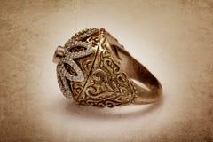 Anello di diamante con effetto dell'annata Fotografia Stock