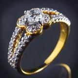 Anello di diamante dell'oro Immagine Stock