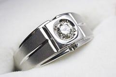 Anello di diamante dell'UOMO Immagini Stock Libere da Diritti