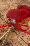Anello di diamante e caramelle a forma di del cuore Immagini Stock Libere da Diritti
