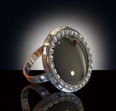 Anello di diamante nella priorità bassa dello studio Fotografia Stock Libera da Diritti